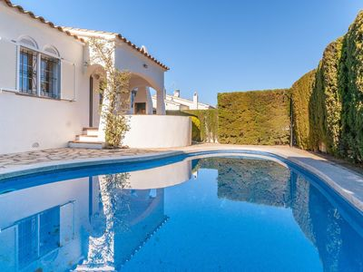 Photo for Holiday home with private swimming pool, within walking distance of the beach