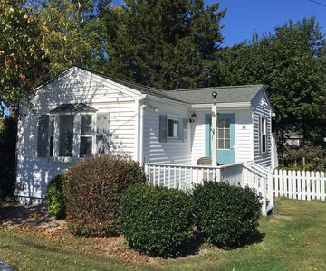 Romantic Cottage by the Sea, steps to private beach, sleeps 2!