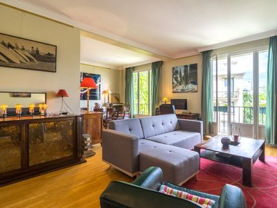Photo for 2BR Apartment Vacation Rental in Neuilly-Sur-Seine, Ile-De-France