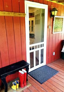 Quiet, comfortable, family friendly cottage close to the lake.