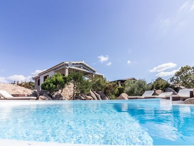 Photo for Big apt with swimming-pool and garden
