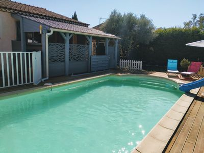 Photo for Villa with large pool very close to Nîmes