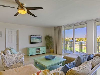 Photo for Waterview Towers 204 - Downtown Destin! Community Pool! Hot Tub! Tennis Courts!