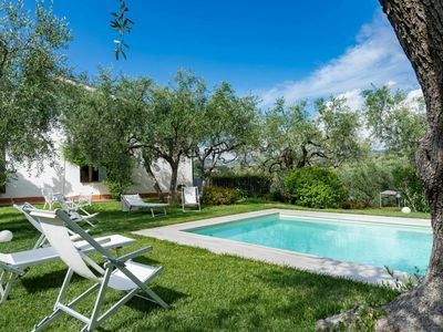 Photo for Beautiful apartment in villa for 8 people with WIFI, pool, TV, pets allowed and parking