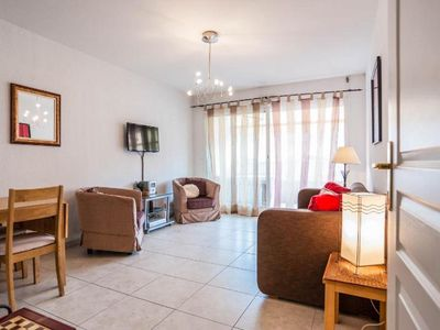 Photo for Quiet one bedroom, Air-conditioned apt, Sleeps 4