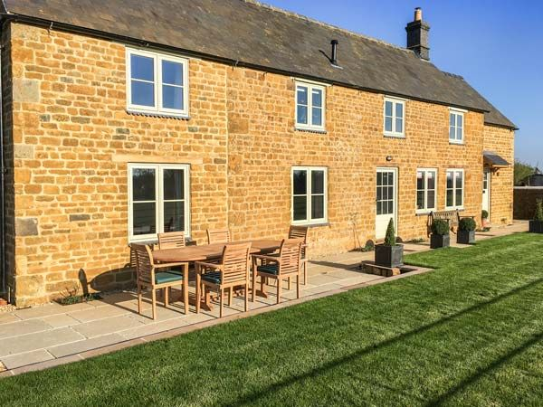 WYKHAM PARK FARM COTTAGE Pet Friendly In Banbury