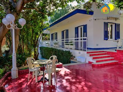 Photo for Beautiful villa surrounded by a lush garden a few steps from the sea