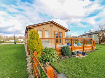 Photo for 10 CLIFF LANE, family friendly in Barkston, Ref 1002469