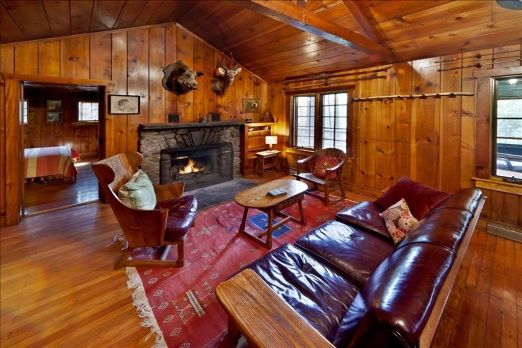 Creekside Knotty Pine 1930s Lodge On 575 Acre Forest