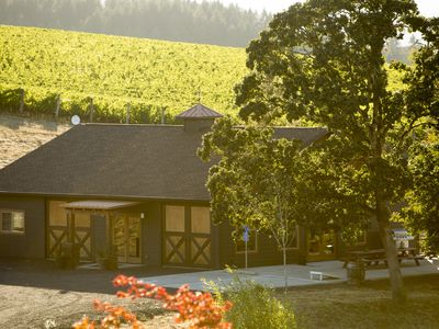 Photo for Enchanting Wine Country Lakehouse