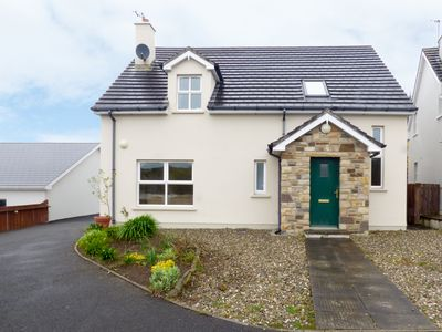 Photo for LAKEHOUSE HOTEL COTTAGE 10 in Narin, County Donegal, Ref 958993