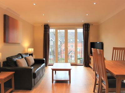 Photo for Modern 2 bedroom apartment at Imperial Court, Newbury