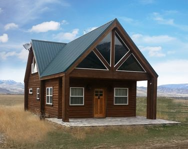 Front view, Grizzly Cabin