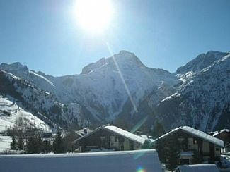 Photo for Ski to door 2 bed apartment with beautiful mountain views