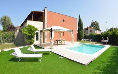 Photo for Villa with Pool near the center of Lucca
