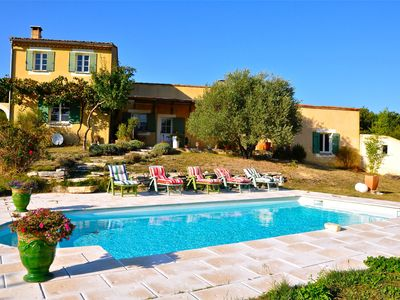 Photo for Holiday house in the Luberon in the countryside, private pool