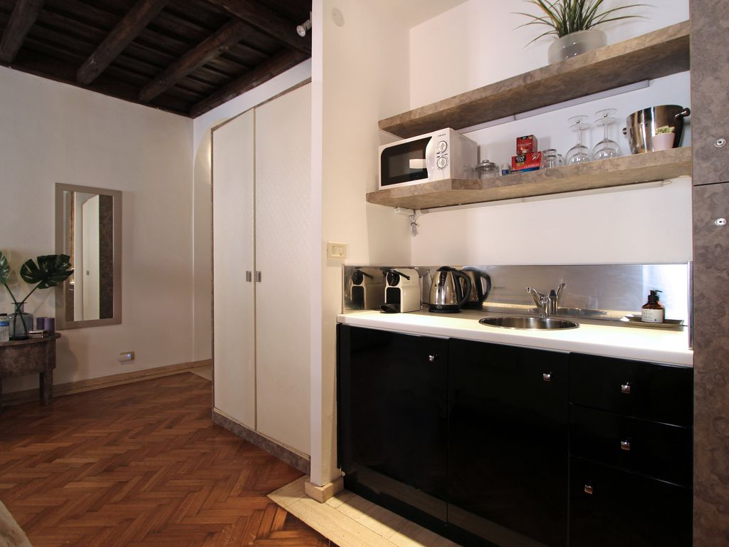 Villa luciano design luxury studio apartment for Studio design roma