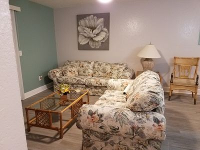 Photo for 5 minutes drive to nr. Siesta Key 2BR /1BA condo.Sienna Park.heated pool