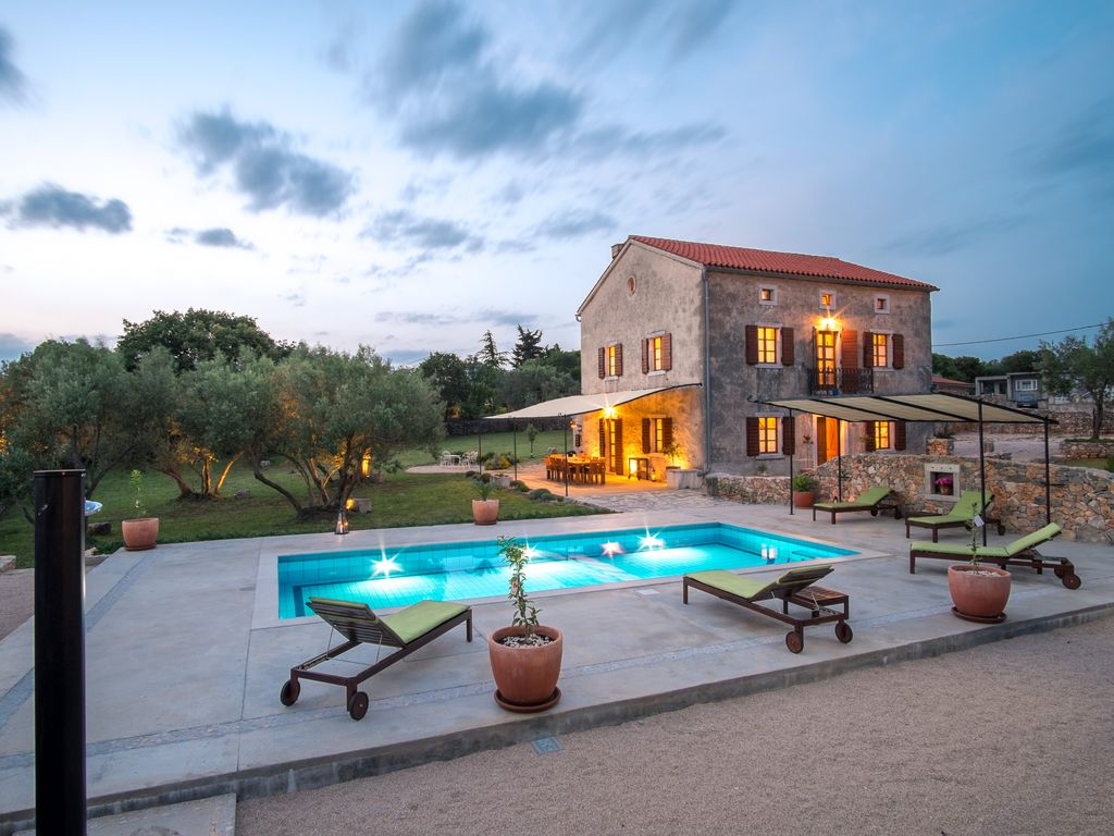 Beautiful villa with pool large garden olive grove and for Leslie pool garden grove