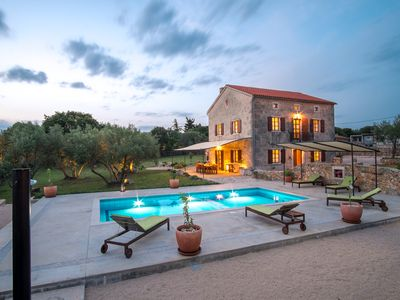 Photo for Beautiful villa with pool, large garden, olive grove and sea view