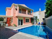 Lovely villa good location to harbour