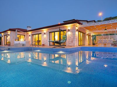 Photo for Dolphin Bay Villa, with X large infinity pool, sleeps 8, absoloutely stunning.