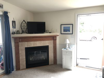 Photo for Immaculate cottage at Beach Dream with a gas fireplace!