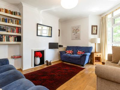 Photo for 2bed in Shepherd's Bush w/amazing transport links