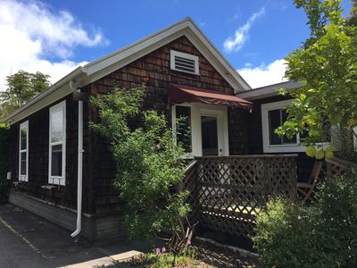 Photo for Wonderful and quiet 2 bedroom cottage with parking!