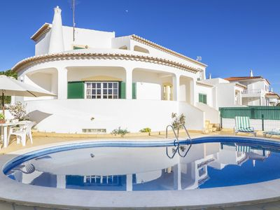 Photo for This 3-bedroom villa for up to 8 guests is located in Gale, Albufeira and has a private swimming poo