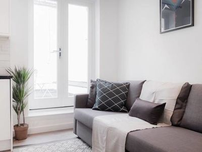 Photo for Spacious 1 Bedroom with Stunning Terrace in Marylebone in London