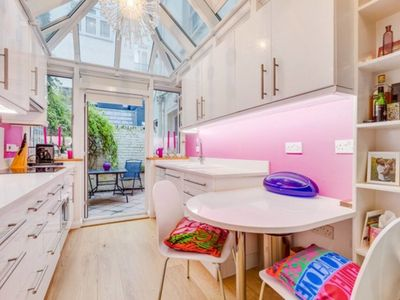 Photo for Modern 2 bed in Pimlico near Tate Britain,sleeps 4