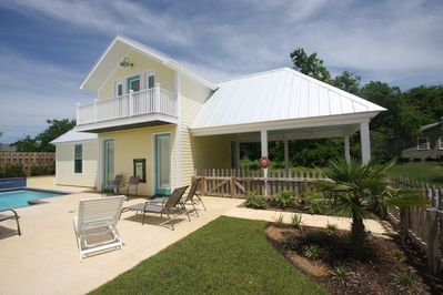 The Nest -1 bedroom cottage, with loft and pool