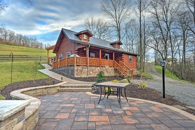 Tranquility awaits you at this lovely Dundee vacation rental cabin!
