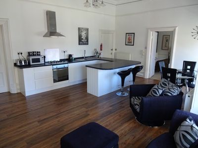 Photo for Stylish One Bedroomed Apartment Close To The Sea