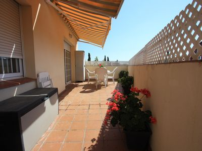 Photo for Cozy, sunny flat 600m from beach, 20 mins to BCN
