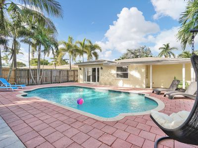 Beautiful house Private Heated Pool, BBQ Grill, Baby Gear l 10 min to the beach