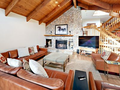 Photo for Luxe 4BR/4BA w/ Private Hot Tub, Sauna, Billiards, 2 Balconies w/ Valley View