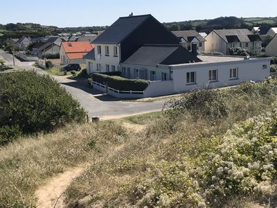Photo for Quiet and spacious house 50m from the seaside.