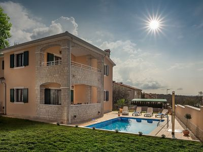 Photo for Gorgeous  villa with private swimming pool and covered terrace !