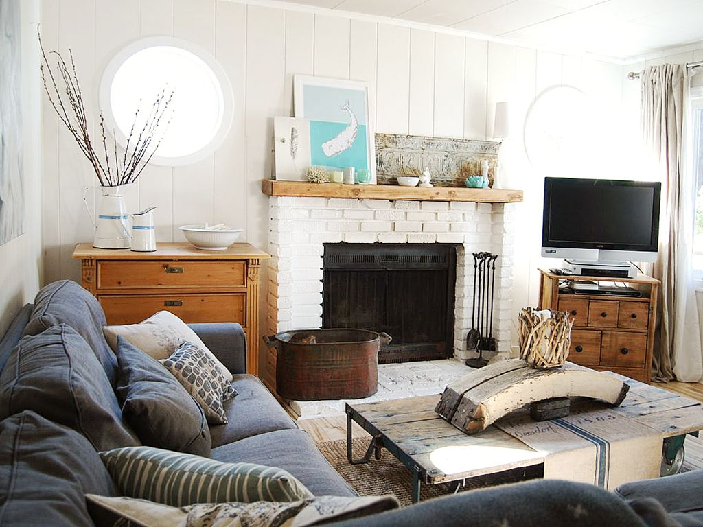 Beach Cottage With Elegant Rustic Meets Modern Decor Sleeps 4 Dogs Welcome