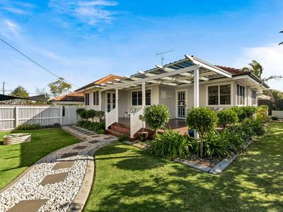 Photo for Viola House on Rangeville - Immaculate home - Close to Picnic point & shops