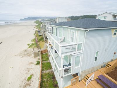 Photo for Cute 3 bedroom 2.5 bath located in the heart of the best of Lincoln City.