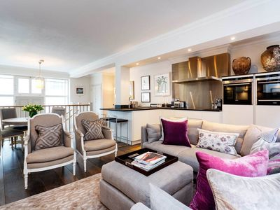 Photo for 2 bed 2 bath home in fantastic location near Buckingham Palace (Veeve)