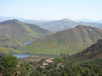 Beautiful Lake Hodges, Del Dios Country Cottage .03 walk to the waters edge