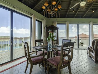 Stunning Ocean Views! Walk To Beaches/Beach Bars/Restaurants