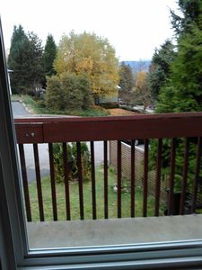 Close to skytrain 3 bedrooms on the entire upper floor house bright and clean
