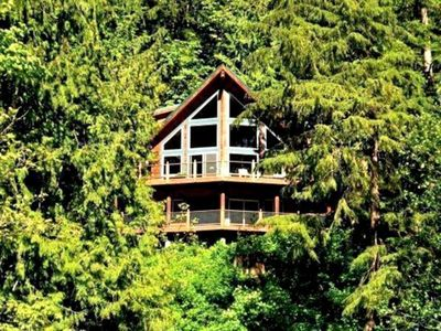 Photo for Gorgeous Lakefront Mt. Baker Lodging Cabin 7 in United States