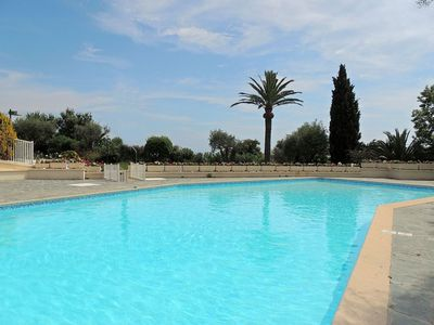 Photo for Apartment with seaview, parking and quiet location in property with pool in Antibes