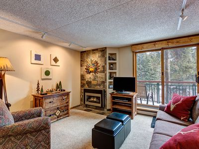 Photo for Ski-in/ski-out 1 bdrm condo, Hot tub access/pool, Gas fireplace, close to Main S